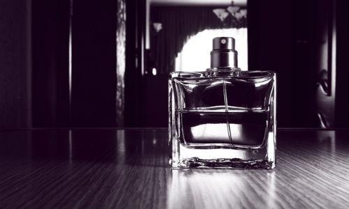 香水モノクロ
